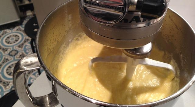 finalisation de la pâte à cupcakes au citron