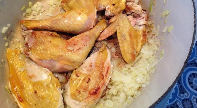 coloration du poulet à la cocotte
