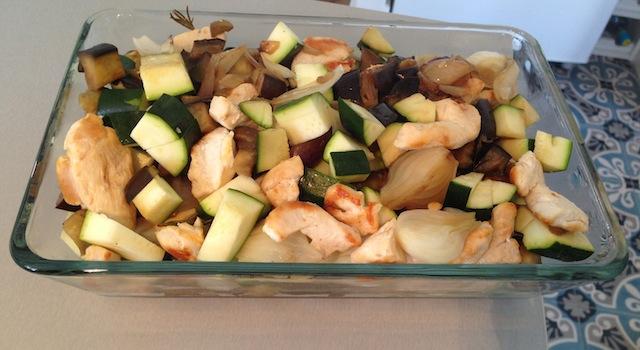 dressage du poulet et des légumes pour crumble