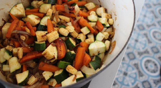 Cuisson de la cocotte wok de legumes - Boeuf sauté Thaï - Le tigre qui pleure