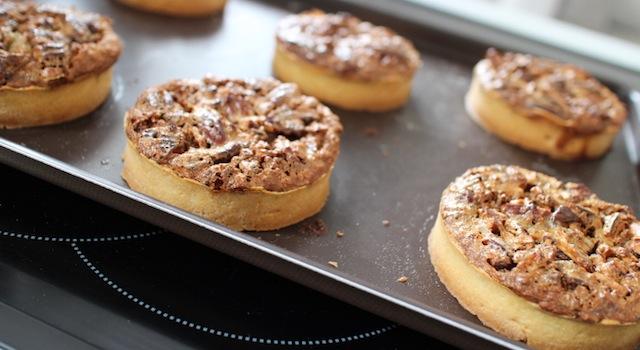 Tartelettes aux noix de pecan démoulées - The American pecan pie - La véritable tarte aux noix de pecan