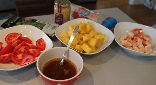 mise en place des ingredients - Soupe de crevettes au tamarin et ananas frais