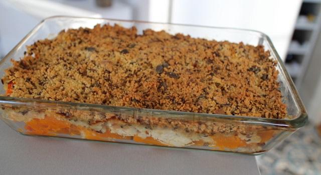 plat à servir en toutes saisons - Crumble aux graines de courges, butternut, poulet