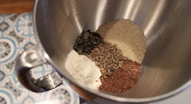 préparer la base du curmble - Crumble aux graines de courges, butternut, poulet