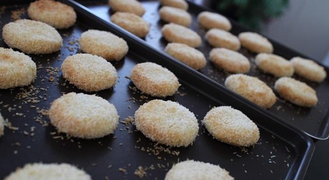 sortez les biscuits coco une fois qu'ils sont cuits - Veggie biscuits noix de coco