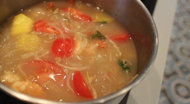 soupe prête à servir - Soupe de crevettes au tamarin et ananas frais