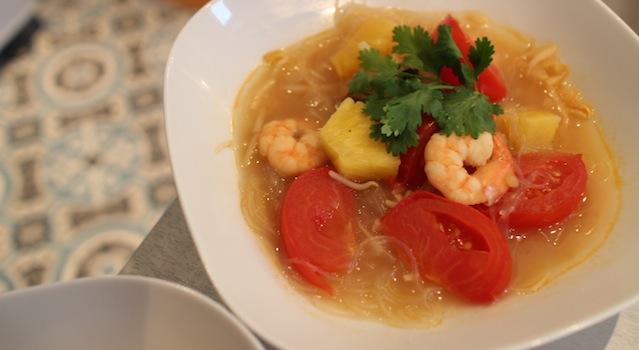 soupe sucrée salée délicieuse - Soupe de crevettes au tamarin et ananas frais