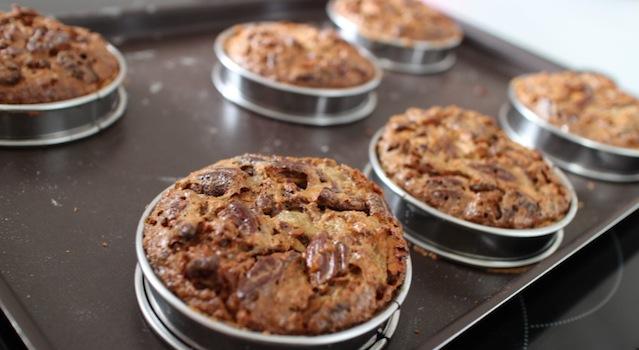 tartelettes aux noix de pecan gonflées à la sortie du four - The American pecan pie - La véritable tarte aux noix de pecan