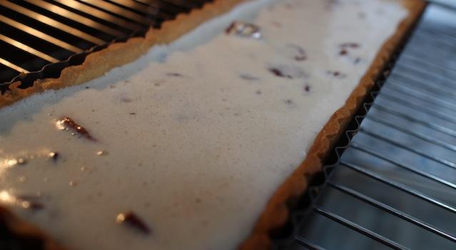 verser l'appareil et enfourner la tarte - The American pecan pie - La véritable tarte aux noix de pecan