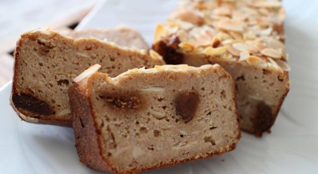la texture du cake est proche du pudding ultra poelleux - Vegan cake tofu, figues, citron amandes
