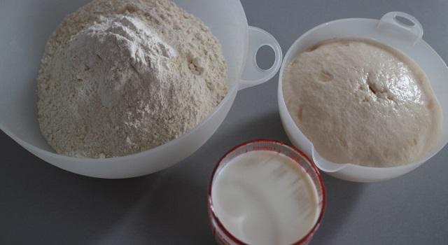préparer la pâte avec la farine lait et levure - cozonac cu nucă