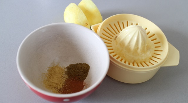 préparer l'assaisonnement et les épices - Salade crue de carottes a l'orange