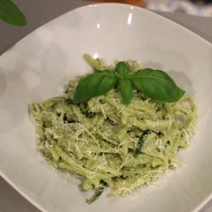 Linguini aux courgettes et pesto crémeux
