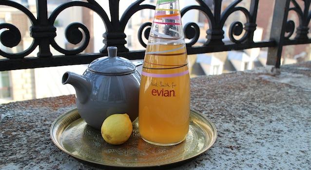 Servir le Thé glacé detox citron gingembre