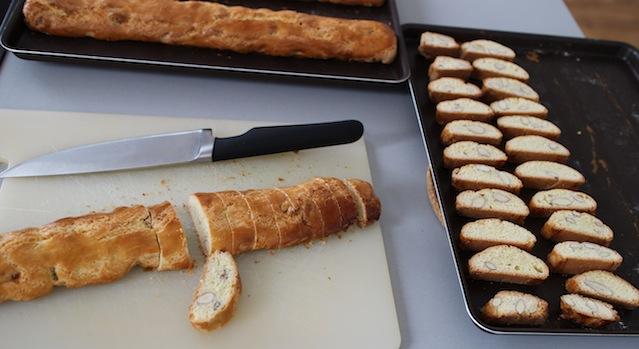 découper les gateaux - Cantuccini - le dessert toscan traditionnel