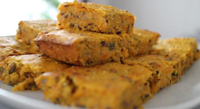 présenter le gâteau en morçeaux pour apéritif ou garniture Gâteau moelleux et fondant de butternut
