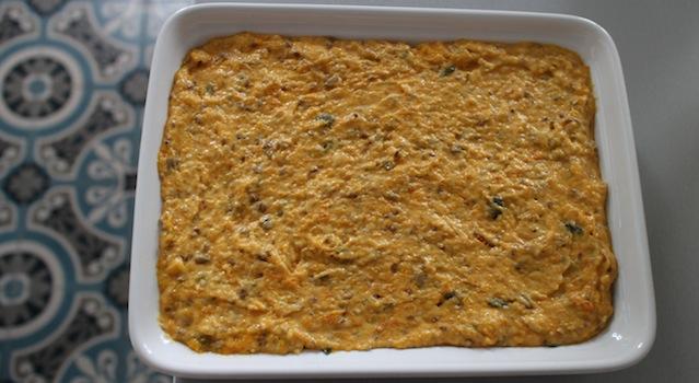 verser la pâte dans le moule - Gâteau moelleux et fondant de butternut