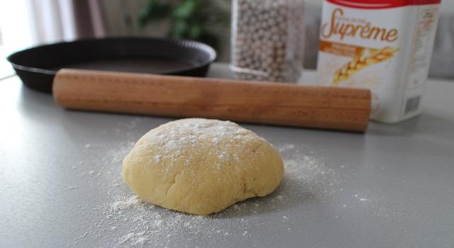 étaler la pâte sablée - Tarte aux figues, amandes et pistaches