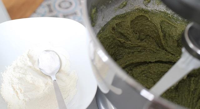 ajouter la farine - Cake grenade pistache