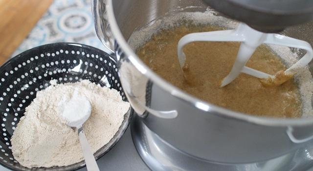 ajouter la farine de grand épautre intégrale - Cake aux nectarines a l'indice glycémique bas