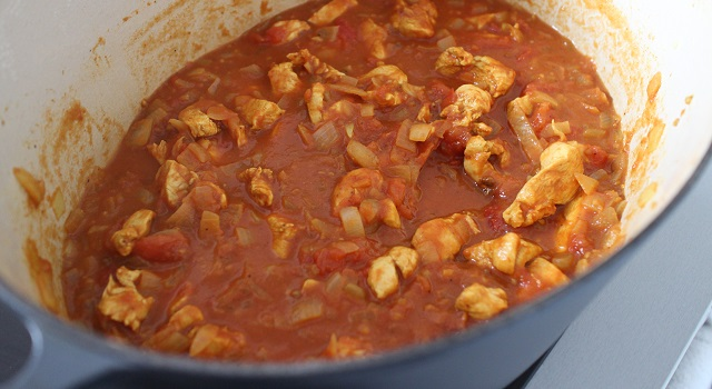 ajouter les tomates fraiches et le coulis de tomates - Poulet tikka massala