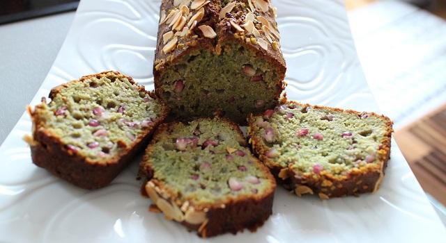 découper le cake une fois refroidit - Cake grenade pistache