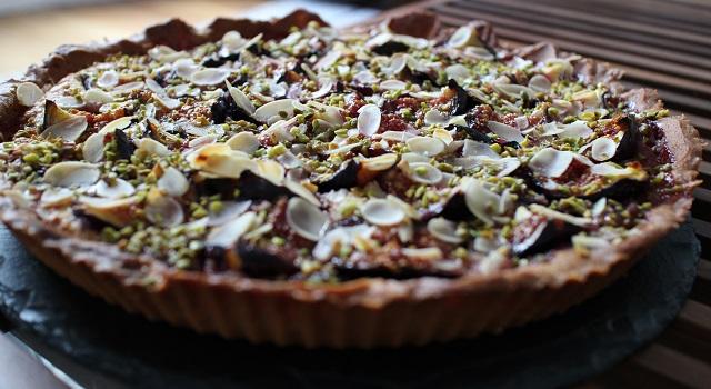 laisser la tarte refroidir avant de la déguster - Tarte aux figues, amandes et pistaches