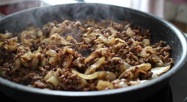 laisser la viande se caraméliser avce les oignons - Un bibimbap fait maison
