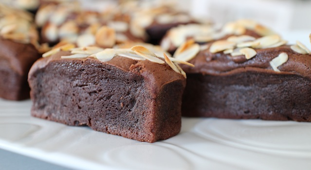 laisser les mini gâteaux refroidir avant de les démouler - - Gâteau extra fondant au chocolat et avocat