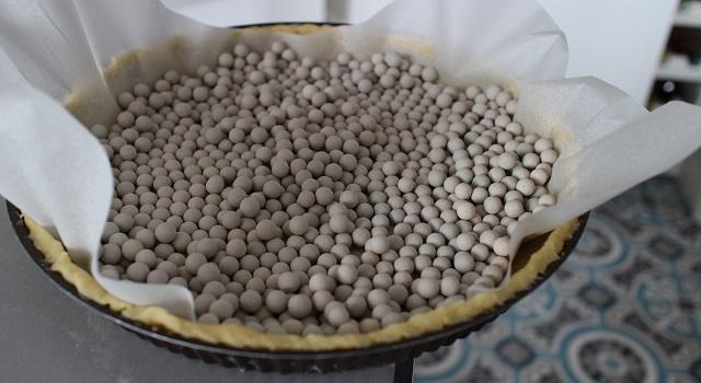 lester la pâte pour qu'elle ne gonfle pas à la cuisson - Tarte aux figues, amandes et pistaches