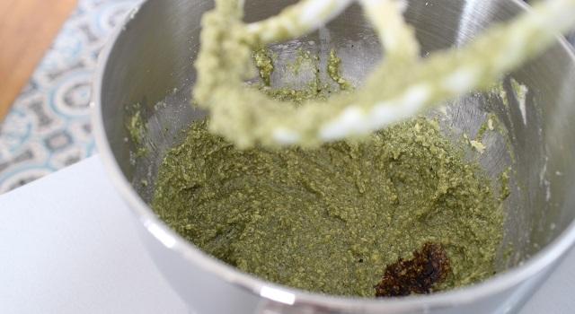 parfumer le cake avec de la pistache et de la mélasse de grenade - Cake grenade pistache