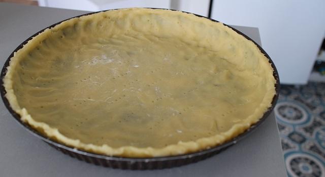 piquer la pâte avec une fourchette - Tarte aux figues, amandes et pistaches