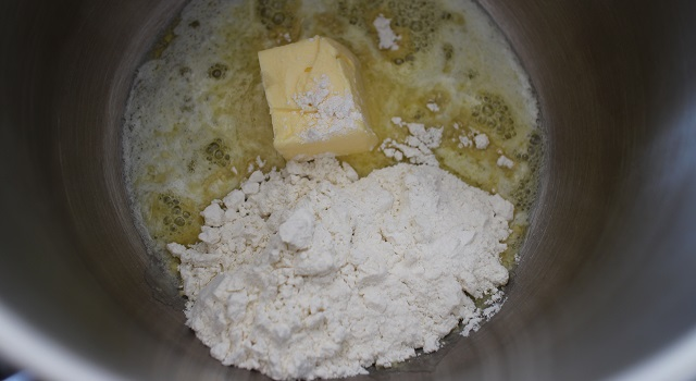 préparation du roux - Lasagnes du soleil végétariennes