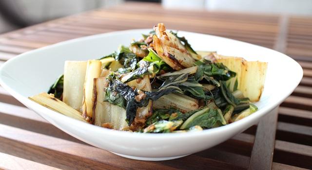 servir la salade chaude ou froide - Salade de blettes a la coréenne façon kimchi