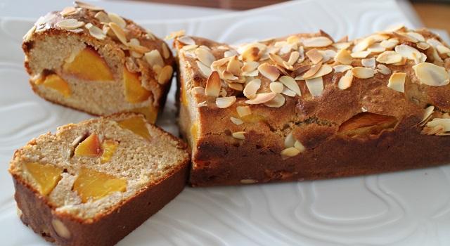 servir le cake à l'heure du petit déjeuner ou du gouter - Cake aux nectarines a l'indice glycémique bas