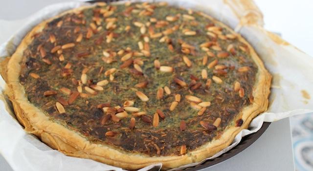 sortir la pâte une fois qu'elle est bien dorée - Tarte épinards, ricotta et raisins secs