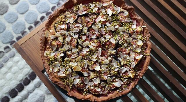 une jolie tarte colorée aux accents d'orient - Tarte aux figues, amandes et pistaches