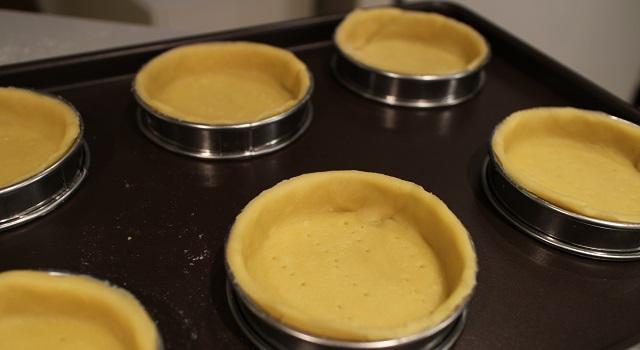 étaller la pâte - Tartelettes salées réconfortantes - roquefort noisette et pois gourmands