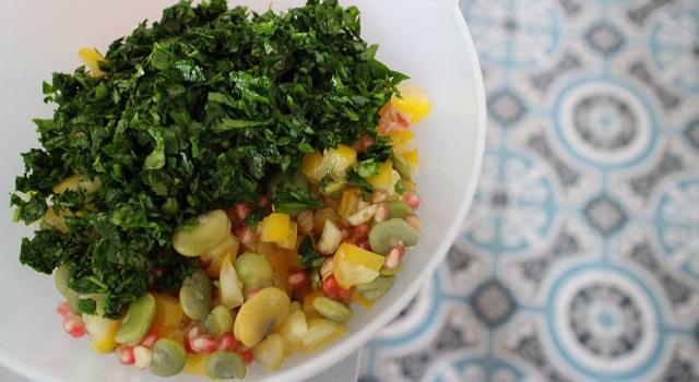 ajouter les herbes à salade - Le tabouleh féminin fèves, grenade et coriandre