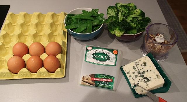 découper le fromage - Tartelettes salées réconfortantes - roquefort noisette et pois gourmands