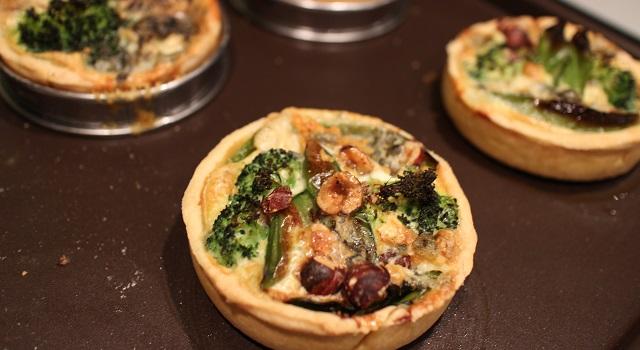 enfourner - Tartelettes salées réconfortantes - roquefort noisette et pois gourmands
