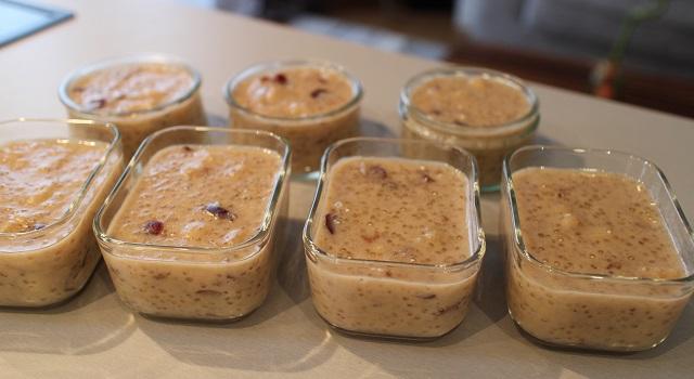 verser dans des ramequins et laisser refroidir - Healthy gâteau de soja aux super fruits