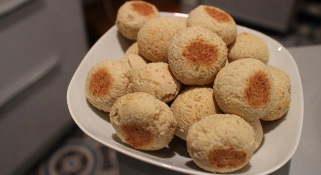 petits pains dorés et croustillants délicieux - Paes de queijo do Brazil