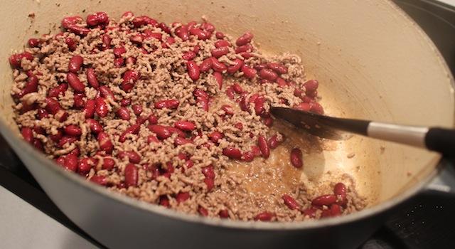 ajouter les haricots rouges - Chili con carne - le symbole Tex-Mex