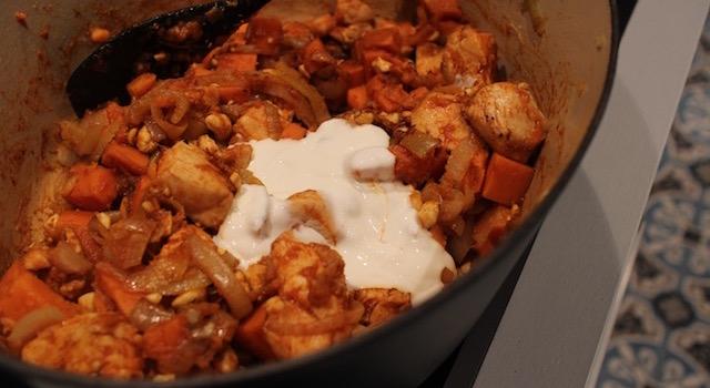 ajouter de la crème pour lier - Soul Food Poulet Cajou Cajun