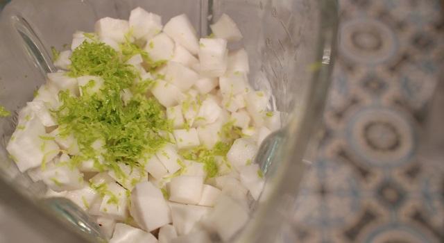 ajouter le zeste de citron vert - Coco givré, la glace coco avec des vraies noix de coco