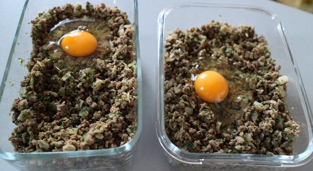 ajouter un oeuf entier cru dans la préparation pour lier - Bestels la recette des samoussas Pieds-Noirs