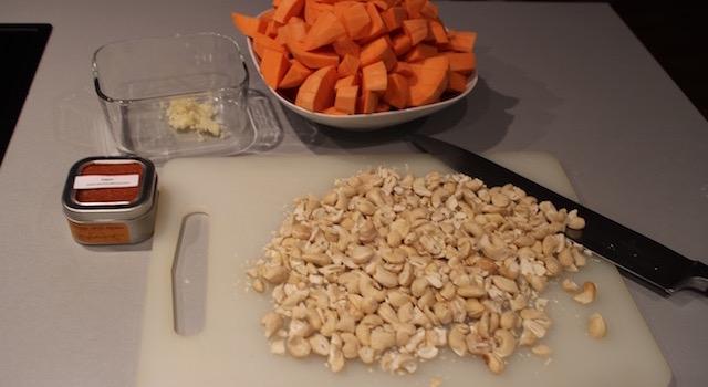 concasser les noix de cajou - Soul Food Poulet Cajou Cajun