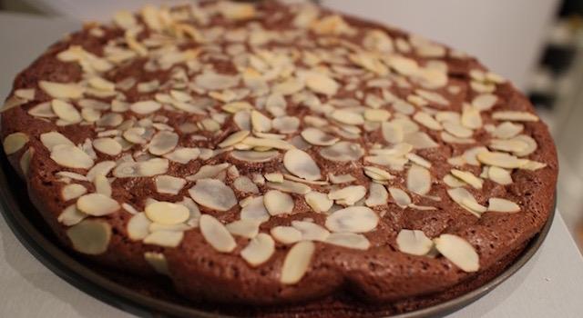 démouler le gâteau - Le fameux gâteau au chocolat extra fondant