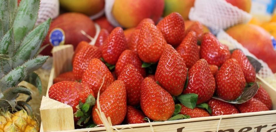 fraises fraiches tarte aux fraises - Le marché de Talensac - la visite foodie à Nantes